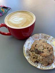 Très bon latte et scone chocolat/café délicieux 😋