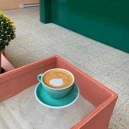☕️ super service et très bon café 🤎🤍