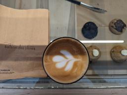 Super endroit! Délicieux café, bon biscuits et très beau design!!!