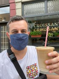 Le Français masqué et son latté glacé ! Sortez couvert les amis ! 😷✌🏻☕️ on lâche pas !!