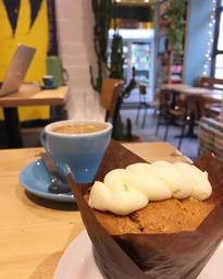 Edmond est un vrai joyau dans la couronne des cafés plateauesques, avec sa musique toujours agréable, café de qualité et des petites pâtisseries et chocolats!