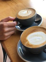 Cappuccino simplement WoW juteux et staff fort simpatique chez White à Saint-Sauveur