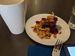 Brownies + crumble + coulis de framboises  = Bonne pause d'après-midi !