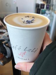 Café Lali toujours aussi créatif avec cet excellent latte à la lavande. 🤩
