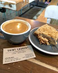 Ordinaire le café mais le carré excellent