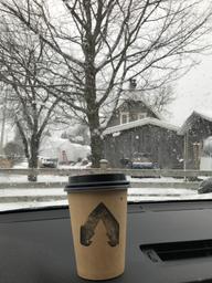 Meilleur café de la rive nord! Crémeux et réconfortant avec un staff souriant