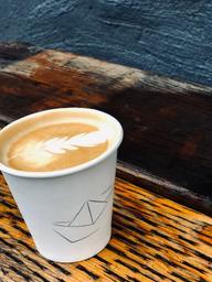 Cappuccino bien crémeux sur des notes de caramel bonbons et cacao 👍🏼👌🏼