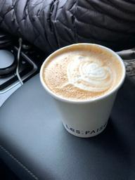 Bon cappuccino avec note de fruit.