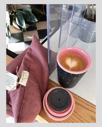 Un dimanche confort avec du soleil, un cappuccino et un sac réconfort de casannita 😎