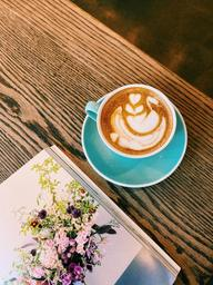 Beautiful swan in my latte 🦢☕️
