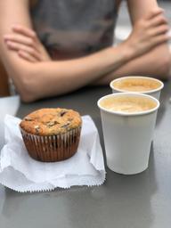 Excellent cappuccino sur une table extérieur du Impérial ...que ça fait du bien !!!!