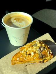 Café paquebot tjrs excellent...cappuccino et scone ananas chocolat noir