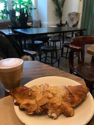Cozy spaces to study, staff is sweet and smiley, their cortado is well balanced and the almond croissant is delicious ☕️🥐💕