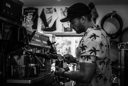 Mon café préféré au Québec. Un magasin de vélo hors-pair jumelé avec un café d'exception 😳 wow allez-y ... vous allez capoter ❤