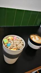 Belles décos pour nos cafés ❤️ Également délicieux. À visiter 😋