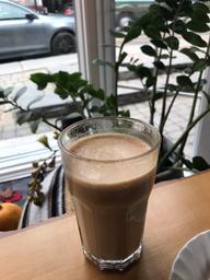 Un grand latté chaud et savoureux 😋
