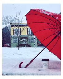Que dire d'aujourd'hui, gros flocons, petit flocon, neige et pluie entremêlés, ouf rien n'empêche un arrêt pour chercher un latté. Attention aux automobilistes et la «slush»