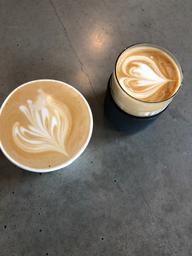 Très bon café!!    -par contre faut pas être pressé si on a faim!