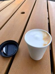 Très bon cappuccino et la place est magnifique