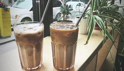 Ordered iced lattes. Average coffee.