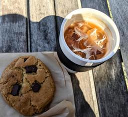 Très bon café et biscuits , magnifique emplacement!