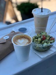 Tout un repas et que dire du succulent cappuccino et du café glacé de chez Viridi simplement WOW