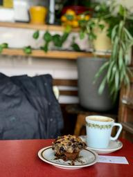 Combinaison latté et muffin bleuet, chocolat 👍