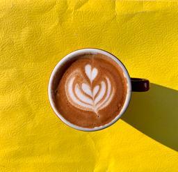 En ces temps d'incertitude, deux faits réconfortants:  1. Le soleil est toujours aussi radieux;  2. Le café continue de couler. Et il est délicieux! ☕️  Ouvert pour les commandes à emporter!  #cavabienaller #osezlest #sherbourne