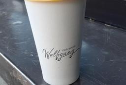Barista expérimentées, service ultra sympa. À mon avis le meilleur café du quartier.