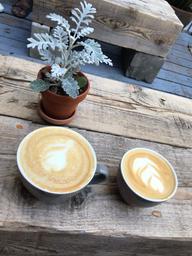 Toujours un plaisir d'y venir déguster un bon café, et pouvoir découvrir des produits vegan-locaux-delicieux 😉