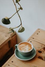 Le café le 5e est un incontournable. Croyez-moi, il en vaut absolument la visite! Ce café est complètement inspirant par sa manière de faire les choses différemment dans l'atteinte de leur mission. C'est un café où il fait bon y être à cause du fort esprit de communauté et de l'énergie qui y rayonne.  Il s'agit du premier café zéro déchet à Montréal.