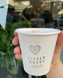 Latte de betterave chez Leaves House: j'adore!