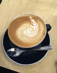 Le café a un goût assez unique et le décor de la petite pièce la rend chaleureuse et épurée. Très agréable.