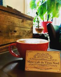 Café de quartier qui sert une excellente soupe poulet et nouilles maison 😋 et autres choses aussi