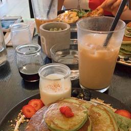 Café latte glacé avec sirop vanille sur le côté ☕️🤗