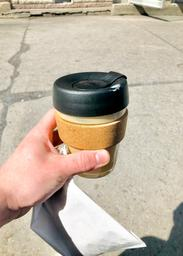 Not too far from my place and located next to a friend's bike shop (sweet!). The maple latte is something you don't see everywhere, though not uncommon. Combine it with a financier and you got yourself a lovely snack!