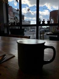 Café chaleureux, agréable entre amis, en famille ou pour travailler.