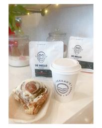 A new bakery, coffee shop in town. Ça sent bon, je toute essayer 😱. Beau décor, simple et bien invitant.